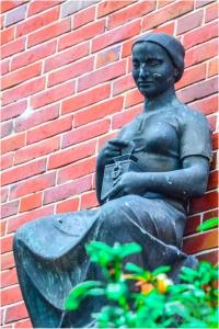 Frauenstatue in Wittmund ©PlattdüütskBlog